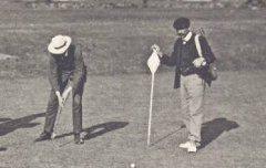 Pau-Billère : Une partie au golf - carte postale - Médiathèque André Labarrère Pau - cote 7-017-4