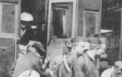 Lourdes - arrivée d'un train de malades - De Torrès (éd. Tarbes) – avant 1901 – carte postale - Médiathèque André Labarrère Pau – cote B6-129
