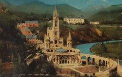 Lourdes : Vue plongeante sur la Basilique – 1908-1925 - carte postale – Médiathèque André Labarrère Pau – cote PHA040