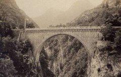 Pont de Saint-Sauveur – vers 1870 – photographie - Médiathèque André Labarrère Pau – cote PHA131
