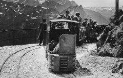 Artouste : Téléférique, Le petit Train et le Pic du Midi d'Ossau (2885 m.) - carte postale - Médiathèque André Labarrère Pau – cote B5-122